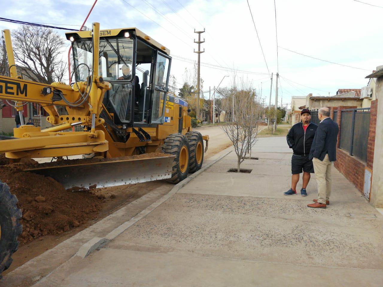 Uset visitó la obra de pavimentación de calle Buchardo