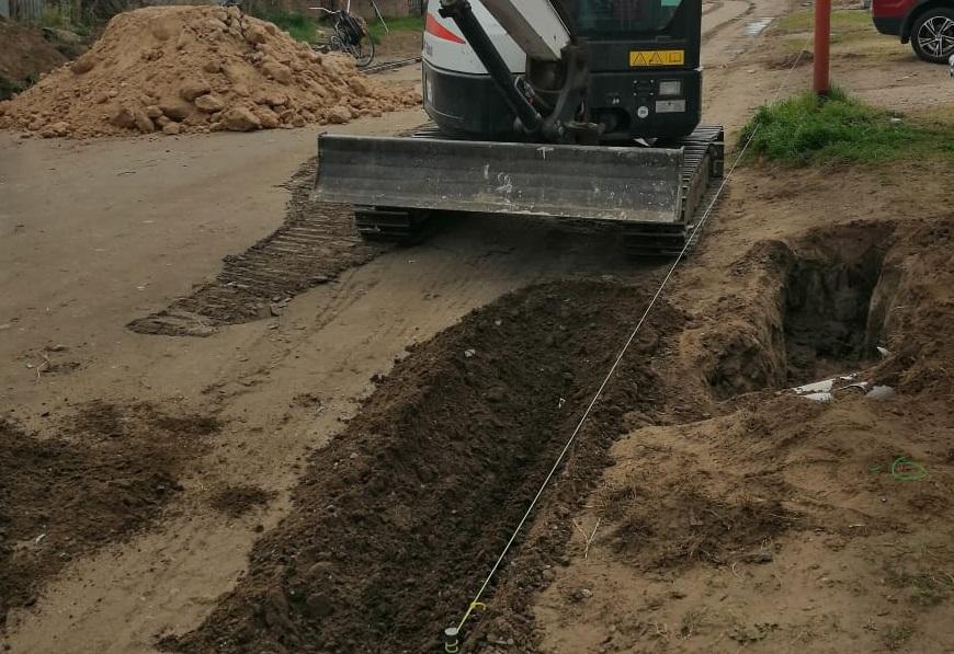 Comenzó la construcción de cordón cuneta de calle 25 de mayo entre Quintana y 12 de mayo