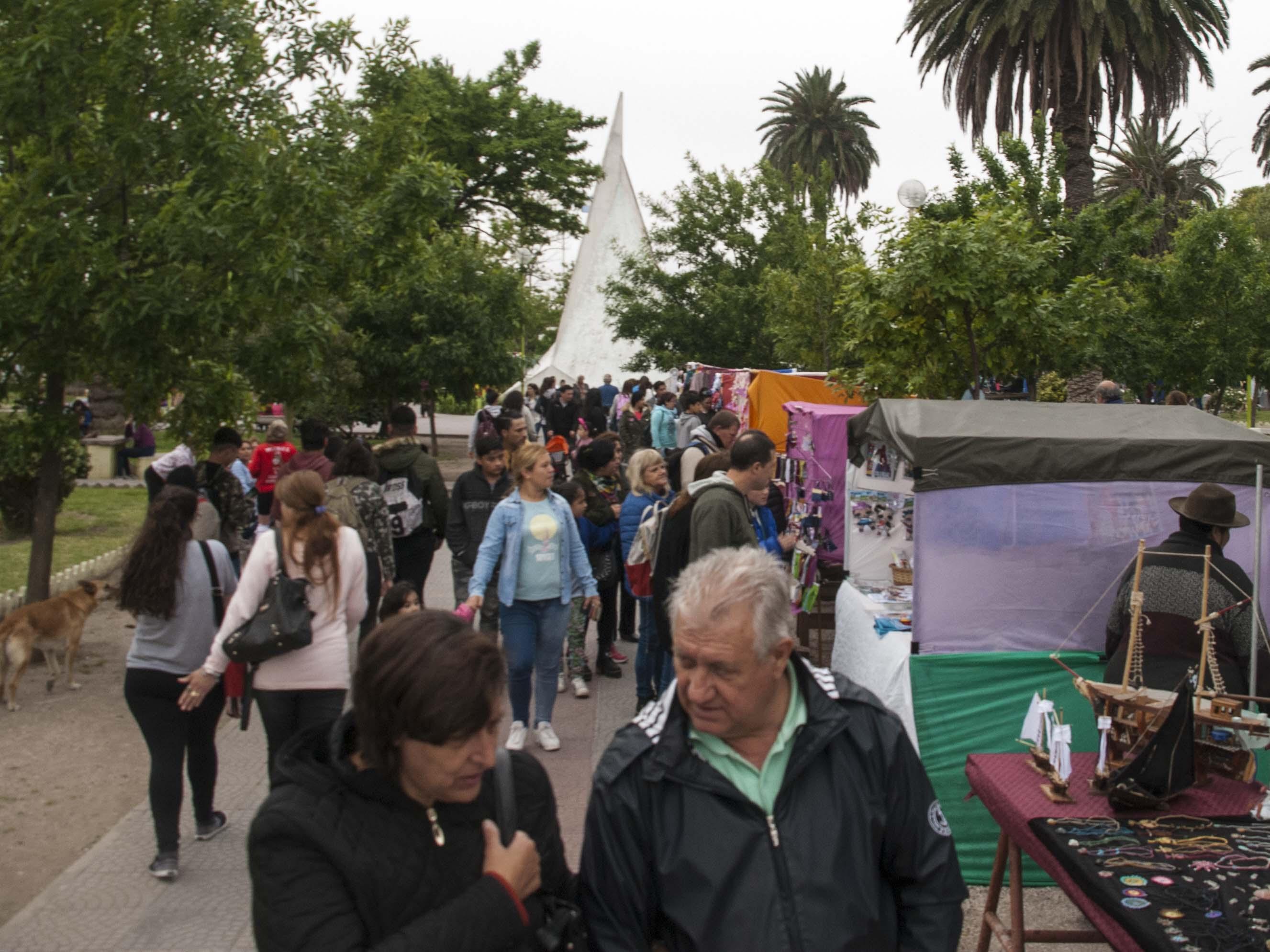 Comienza una nueva feria nacional de artesanos en la Plaza Belgrano