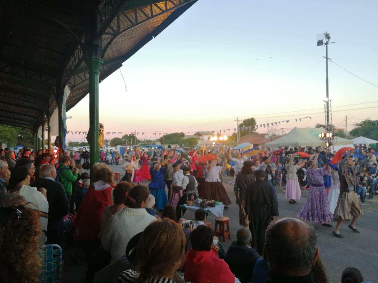 """Ante un gran marco de público """"hubo fiesta en la Estación"""""""