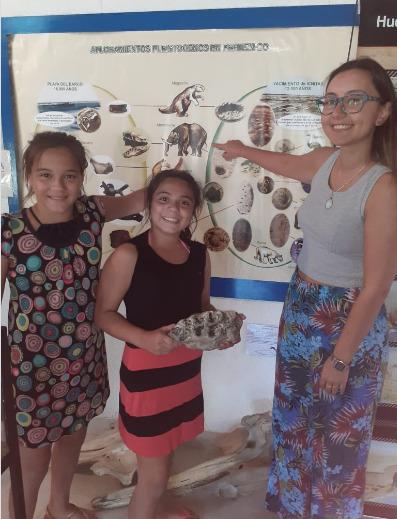 Dos nenas encontraron en Pehuen Co un molar de mastodonte